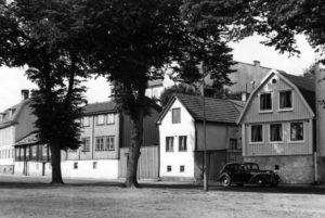 Björkholmsplan, Mats Rosenboms stuga t.v.